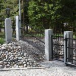 Laskeva aita ja portti Lahtissa